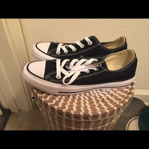 Converse brand new size 5 men's size 7 womens